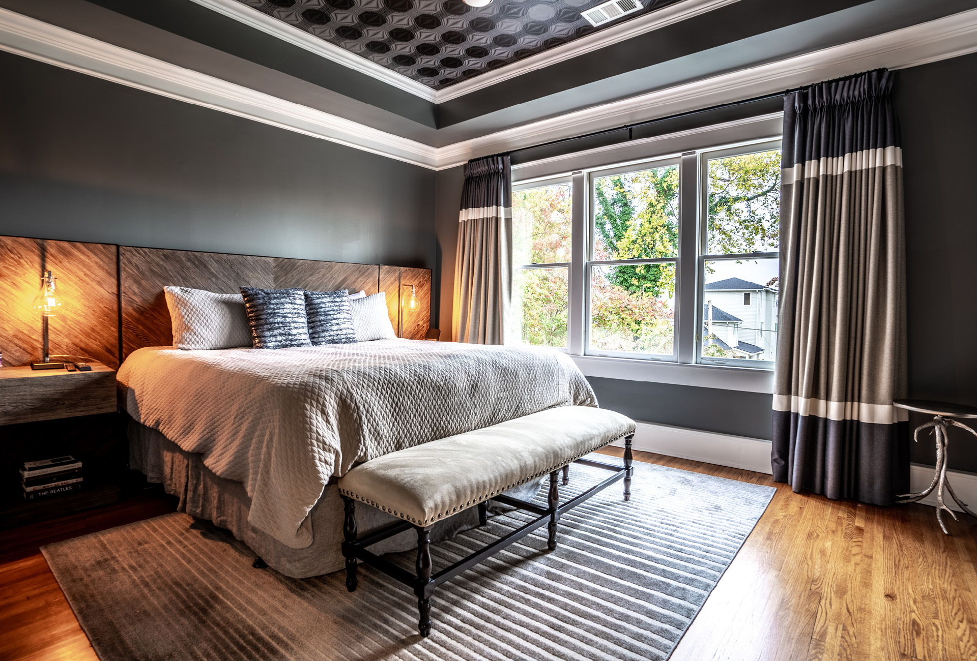 A large, gorgeous bedroom