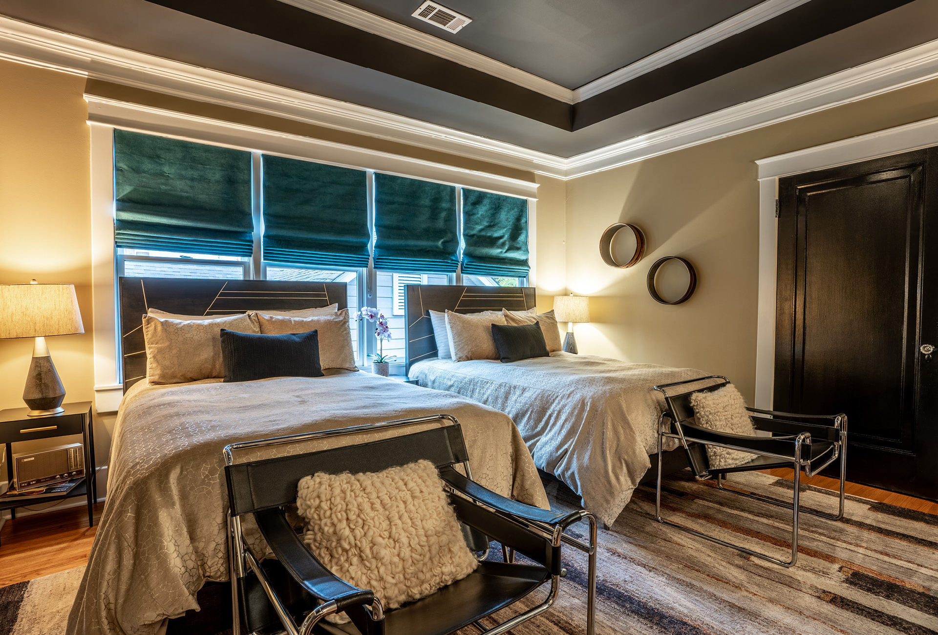 A fourth bedroom with two welcoming twin beds